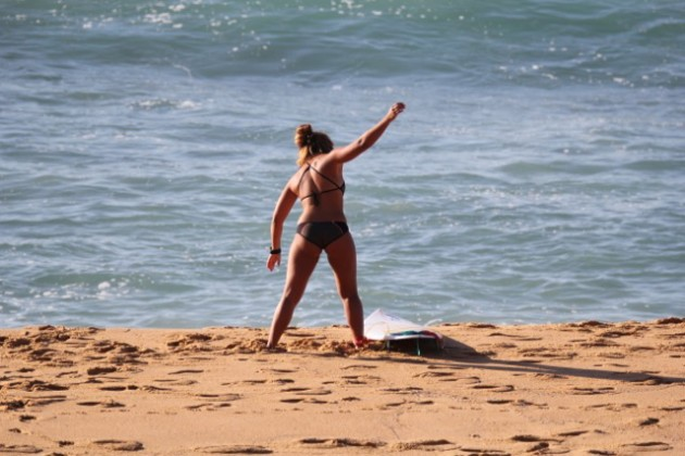 The Delightful Hannah Bennett, Girl Surf Network & Her Magic Surfboard by Fiji Surf Co | Compare Surfboards 1